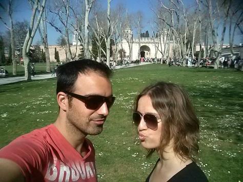 Nos pedían 8 Eur por entrar al palacio, así que nos quedamos fuera, que hacía un sol estupendo!