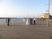 Vimos hasta 3 bodas haciéndose fotos al mismo tiempo en el puerto de Yafo!