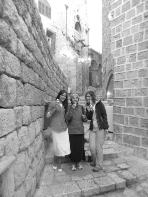 Perdiéndonos en las callejuelas de Yafo mientras disfrutábamos de un helado