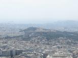 Vistaza de la Acrópolis de Atenas con el mar al fondo