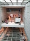 Interior del museo de la Acrópolis. A la derecha están reparando una de las cariátides (columnas con forma de mujer) del Erection