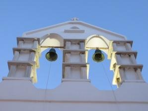 Blancos y sencillos campanarios