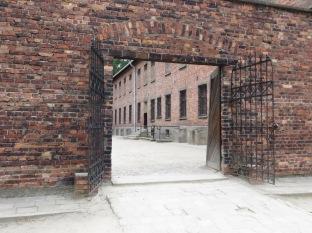 Y a la salida de este edificio, nos encontramos con este patio que resultaría ser el patio de fusilamientos.