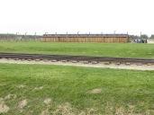 Pero ya no daba tiempo construir barracones de hormigón, así que reutilizaron diseños de cuadras de madera.