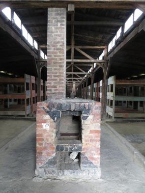Con sólo dos chimeneas para calentar los barracones, las noches se convertían en verdaderas pesadillas heladas.