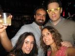 Con Milena, Luis y sus gafas de fiesta, que no falten!
