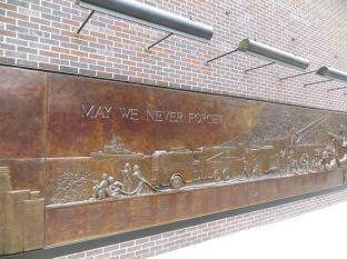 Continuación del mural en conmemoración de los bomberos fallecidos el 9/11