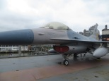 Un F16 a bordo del Intrepid