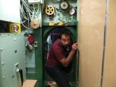 Previa a la entrada en el submarino, tenías una abertura análoga para confirmar que eras capaz de pasar por semejante agujero. Yo pasaba pero con la mochila... muchas dificultades :P