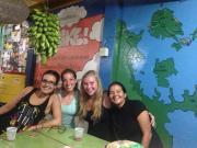 Mónica con Samantha y Yorlenis en el cumple de Augusto.