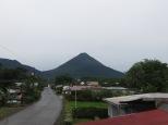 El volcán Arenal, visto desde la terraza del hostel.