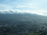 Nubes a nuestra altura cubriendo las montañas al sur de Costa Rica