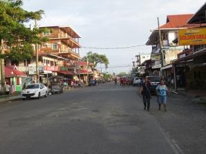 Calle principal de Bocas del Toro. La más importante de las cuatro que tiene ;)