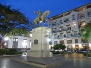 Plaza Herrera con un monumento a este general