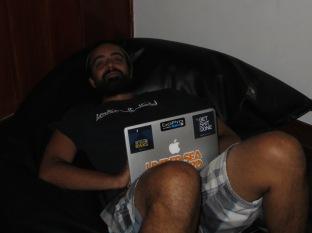 Y por las tardes, escribiendo posts, jugando al ISS Pro, o simplemente de risas...