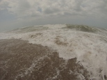 Y aquí casi no se me ve! Menudas olas!