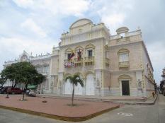 El Teatro Heredia, situado en la Plaza de la Merced. Precioso!