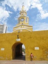 En la Puerta del Reloj, desde la Plaza de los Coches.