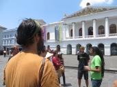 Llegamos al Teatro Nacional Sucre. Ovidio empieza a explicarnos el papel de Antonio José de Sucre (el Gran Mariscal de Ayacucho) en la guerra por la independencia.