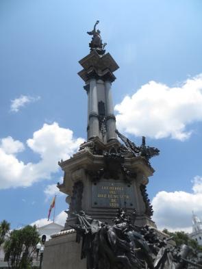 """Monumento a la Independencia, también conocido como Monumento a los Héroes del 10 de agosto de 1809. Ese día se produjo el """"primer grito de independencia hispanoamericana"""""""