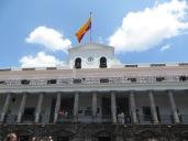 Vista de frente del Palacio de Carondelet, sede del gobierno y residencia oficial del Presidente de la República de Ecuador.