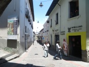 Calle tradicional de Quito llamada La Ronda. Rollo bohemio, bares y conciertos por las noches