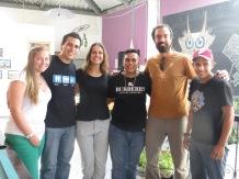 Foto con los chicos venezolanos que conocimos en el Minka Hostel. Un abrazo a Miguel, Isel y a los hermanos :)