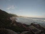 Y después de la caminata a pleno sol nos merecíamos un premio: la playa casi para nosotros solos!