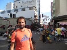 """Calle principal del Barrio """"japonés"""" Liberdade, donde nos encontramos a Frana."""