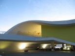 Curvas y una estética muy característica de su creador: Oscar Niemeyer.