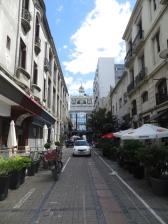 Al fondo el Museo Torres García, situado en la peatonal Sarandí