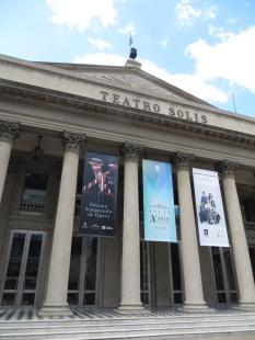 El imponente Teatro Solís, el principal escenario artístico y cultural de Montevideo
