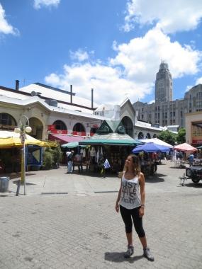 En la plaza del Mercado del Puerto