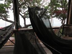 Despertar con la luz del día tumbados en nuestras hamacas