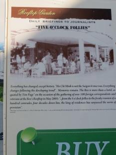 """La guerra del Vietnam, fue la primera con cobertura televisiva, prácticamente """"en directo"""" y """"sin censura"""". Todos los días a las 5pm, se daban unos briefings para los periodistas en el Saigon's Rex Hostel, definidos como """"the longest-playing tragicomedy in Southeast Asia's theater of the absurd"""". De ahí el nombre: five o'clock follies :D"""