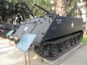 Este es un tanque lanzallamas. Cuando uno piensa en un lanzallamas, se imagina un alcance de 10-15m, pero al ver las fotos de este bicho en acción... llega a 137m. Qué locura...