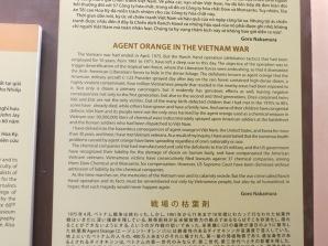De cuando Vietnam se convirtió en el laboratorio de los Estados Unidos. No he puesto ninguna imagen de la sala donde se ven los efectos del gas naranja, porque son tan horribles y monstruosas, que preferimos no guardar recuerdos de esa sala :_(