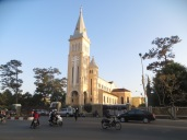 Sorprende ver una iglesia católica así de bonita en Vietnam