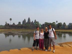 2013 - Team Cambodia al completo