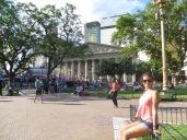 Mónica frente a la Catedral Metropolitana de Buenos Aires