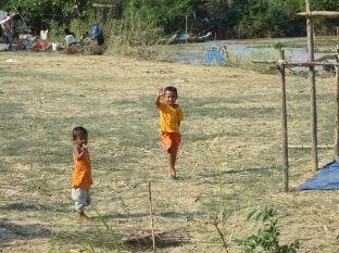 """En este tramo las casas estaban prácticamente aisladas del resto. Los niños seguían """"Hello, hellooo!"""""""