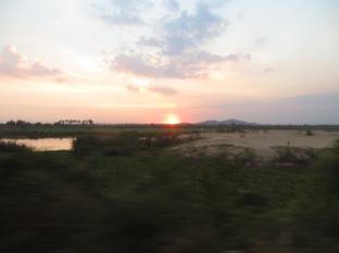 El sol se despide, llegaremos de noche a Phnom Penh