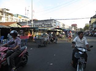 Kandal Market, empieza el movimiento previo al jaleo nocturno
