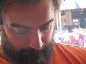 Primer plano de Juny en el que podemos apreciar su frondosa barba. Que sigue creciendo!