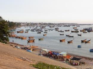 El puerto de Mui Né se prepara para contemplar la puesta de sol.
