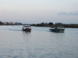 Una de las cosas que más me gusta de este país es que hay mucha vida alrededor del río, sean casitas, embarcaciones,…