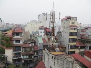 Estas eran las vistas de la peor habitación de hotel imaginable. Ahí con las antenas de telecomunicaciones bien encaradas.