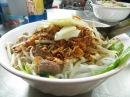 Al llegar a Hanoi, nos fuimos directos a la embajada india, y de vuelta encontramos un lugar lleno de locales que hacían unos platos riquísimos! Dirección: 15 Trang Thi