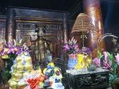 Se acerca el año nuevo, y los templos y pagodas se llenan de ofrendas.