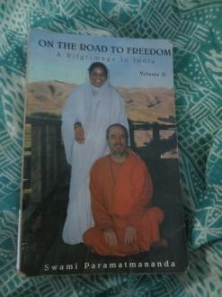 El volumen II del libro que leí durante nuestra visita al ashram.